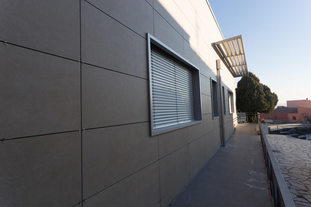 Sede comunale petruro irpino av ruta s r l tecnologie metalliche e legno lamellare - Imbotti in alluminio per finestre ...